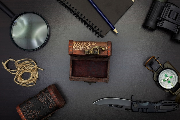 Pocket knife with compass, paper, pencil, notebook, pocket watch, rope, magnifying glass
