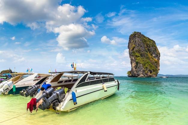 Остров пода в таиланде в солнечный день