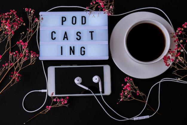 팟캐스트 레터링 헤드폰 휴대 전화 드라이 핑크 꽃 장식 직장 블랙 커피