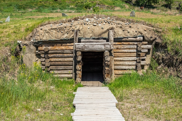 Pogrebnayaカメラの大きなスキタイ古墳。ロシア、シベリア、アルタイ。