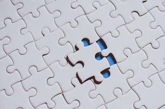 赤いジグソーパズルを接続しているポイント保持、ビジネス接続