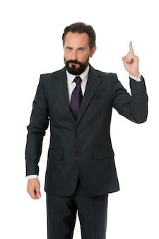 ビジネス広告を指しています。白で隔離の広告を指す男性アドバイザー。ファイナンシャルアドバイザーをチェックしてください。ビジネスアドバイザーマネージャーが方向性を示します。その統計財務データを見てください。