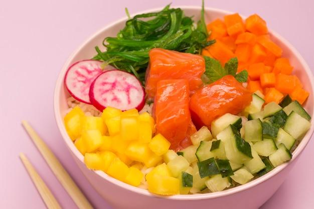 Poke традиционный гавайский салат из сырой красной рыбы