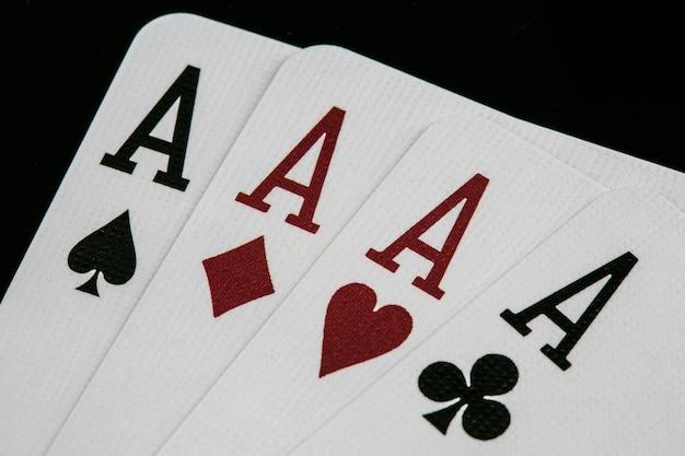 Покер тузов. игральные карты в казино