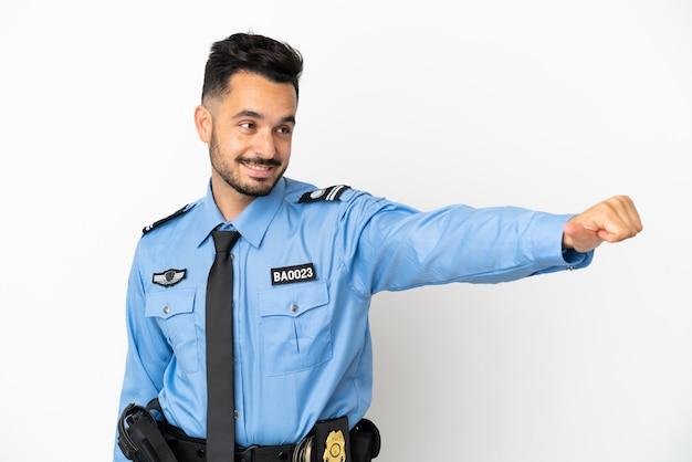 親指を立てるジェスチャーを与える白い背景で隔離の警察の白人男性