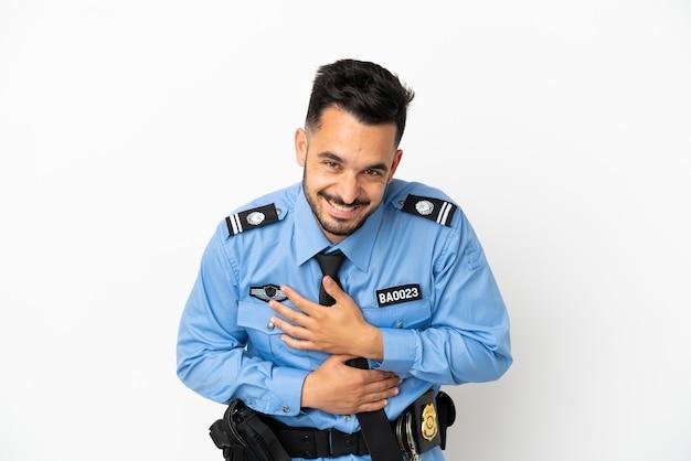 Кавказский человек полиции, изолированные на белом фоне, много улыбаясь