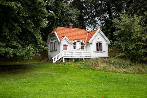 ヨーテボリのslottsskogen公園の警察署