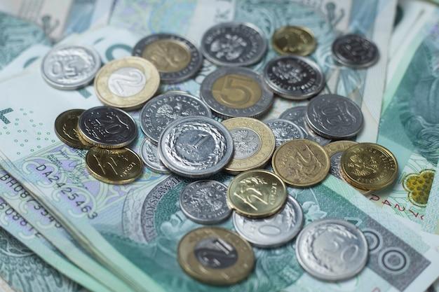 Польская валюта, деньги, польские злотые, купюры и монеты