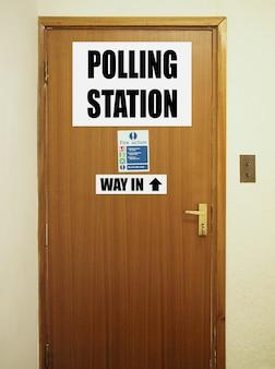 Избирательный участок для голосования избирателей на всеобщих выборах