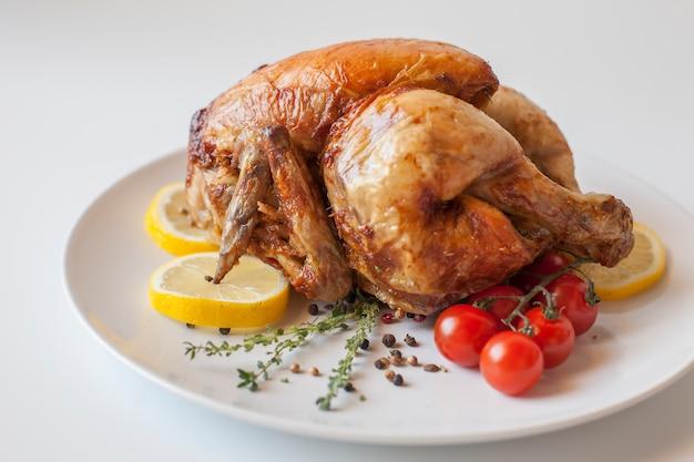 Полно гастрономическая еда вкусная курица