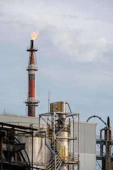 대낮의 오염 및 산업 외관 무료 사진