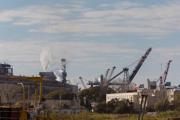 Concetto di inquinamento delle emissioni di fabbrica