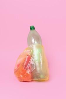プラスチック廃棄物の汚染概念 無料写真