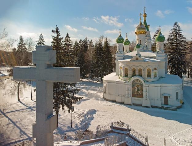 Полтава, украина сампсониевский храм-памятник, расположенный на территории историко-культурного заповедника.