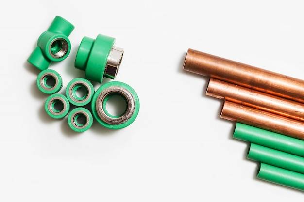 ポリプロピレンと銅の管継手とカッター