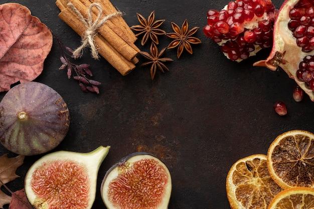 Гранат, осенние фрукты и корица