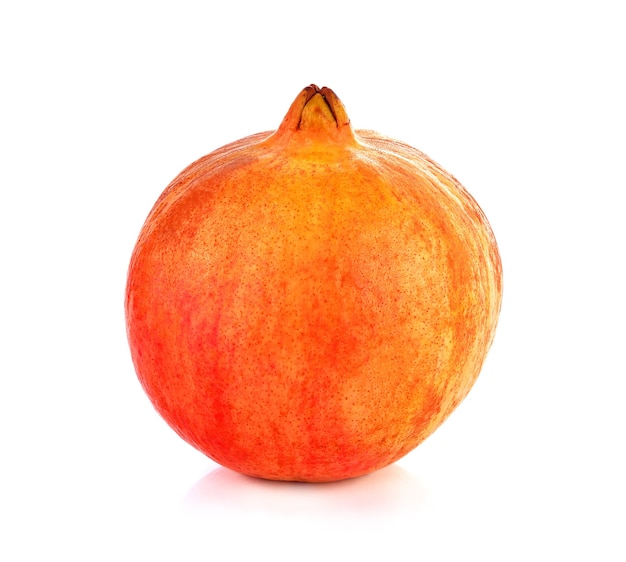 Плоды граната на белом фоне