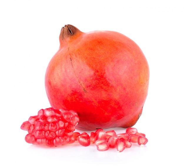 Плод граната на белой стене