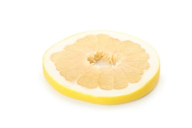 포멜로 과일 조각 흰색 배경에 고립