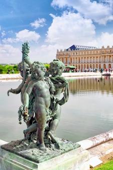 프랑스 파리 근교 베르사유 왕궁 앞 연못.