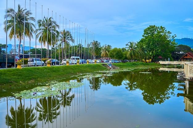열 대 섬에 녹색 공원에서 연못입니다. 아름다운 자연경관, 마음의 휴식처.
