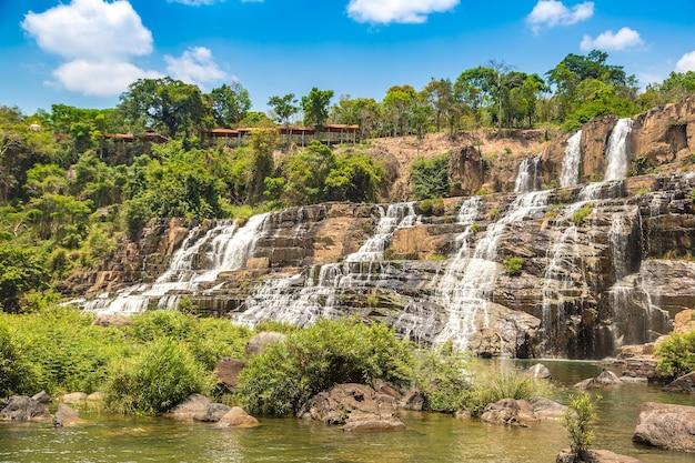 Водопад понгур недалеко от города далат