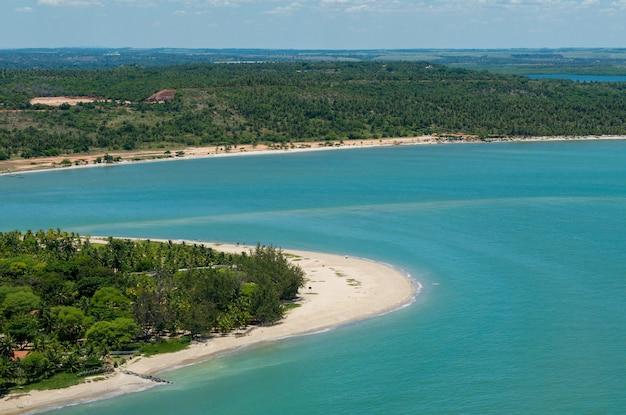 2010년 3월 10일 브라질 페르남부쿠 헤시피 근처 폰탈 데 마리아 파리냐 해변