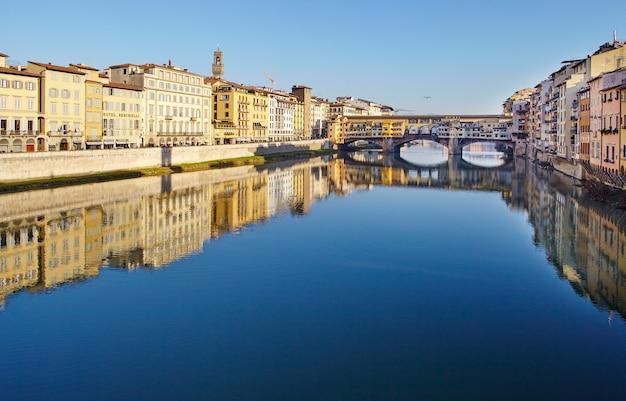 ヴェッキオ橋、アルノ川フィレンツェ