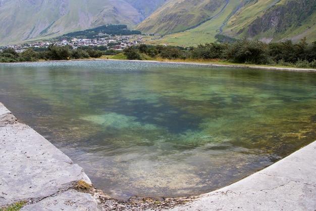 야외 수영장, 물 전망. 가난한 성격.