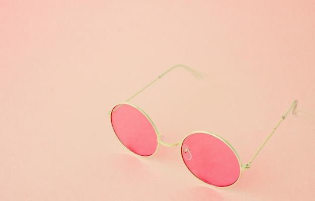 Поп-арт круглые очки на розовом