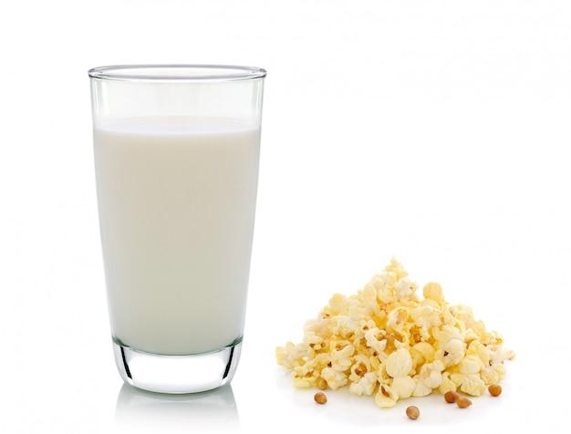 ポップコーンと新鮮な牛乳