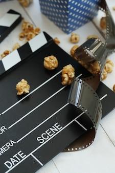 Попкорн в бумажной таре