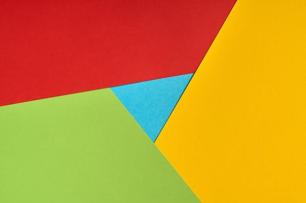 Популярный логотип браузера из бумаги. красный, желтый, зеленый и синий цвета. красочный и яркий логотип