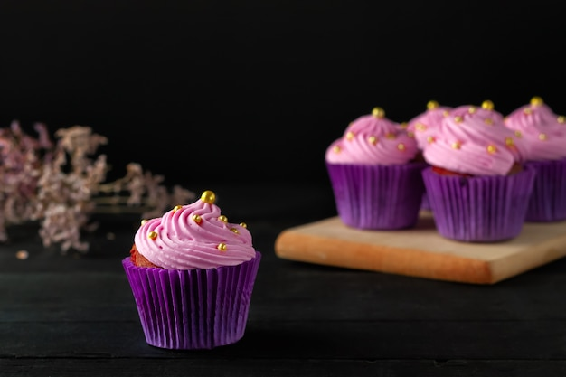 A popular dessert for tea and coffee is butter cream muffins.