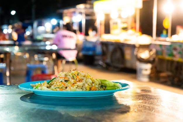 아시아의 인기 음식 야채 볶음밥