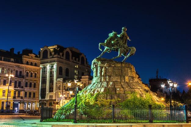 Popular monument to bogdan hmelnitskyi in kiev, ukraine