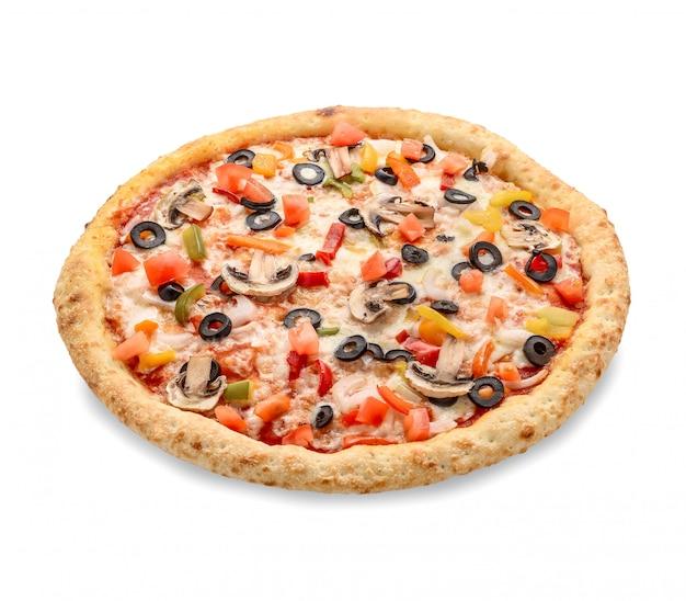 Популярная пицца в американском стиле пиццерий на белом