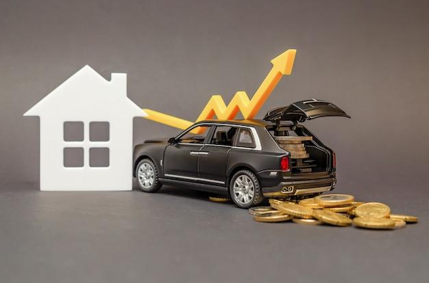 인구 소득 증가. 검정색 배경에 트렁크에 동전이 있는 자동차. 생활 수준 향상을 위한 개념으로 위쪽을 가리키는 화살표.