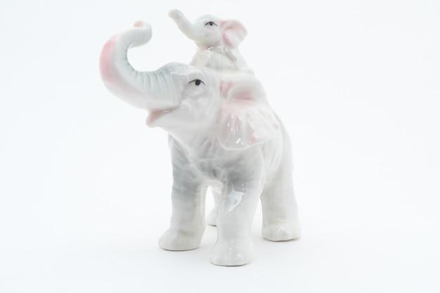 白い背景で隔離の磁器の象
