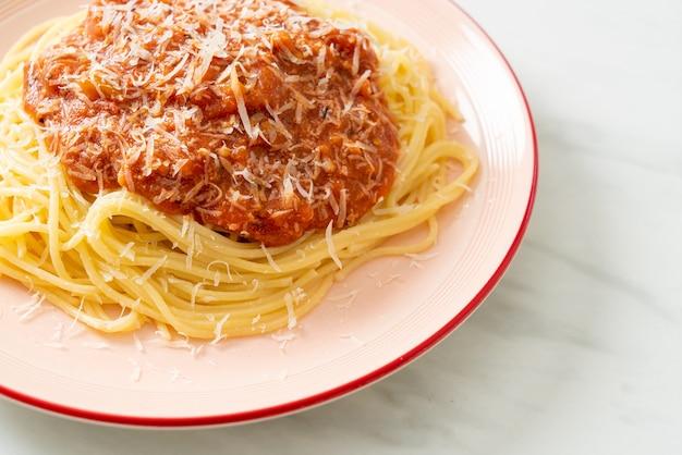 Спагетти из свинины болоньезе с сыром пармезан - итальянская кухня