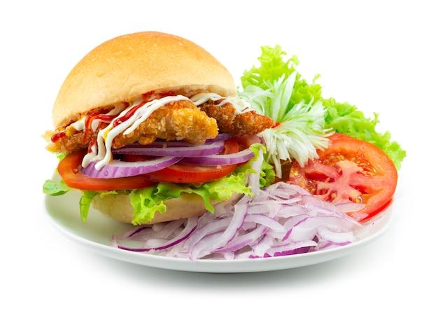 ポークバーガー韓国風フュージョン風揚げ豚肉を添えた野菜のカービングスタイル