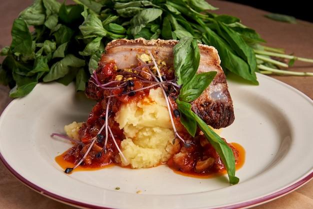 Филе свинины с пюре и овощами