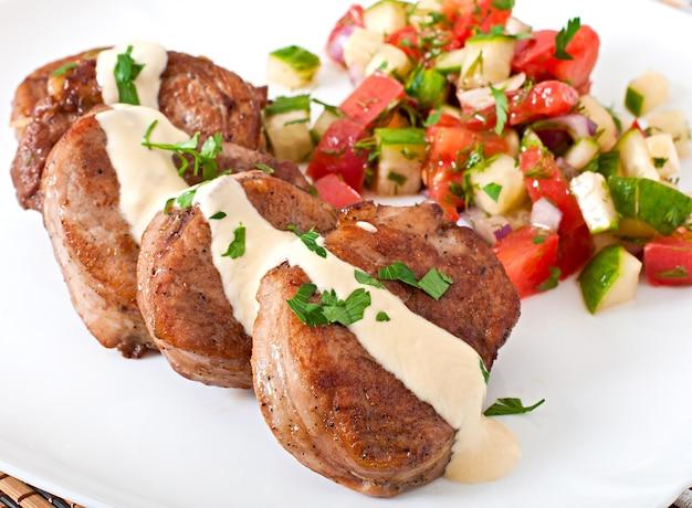 サルサと豚肉のメダリオン