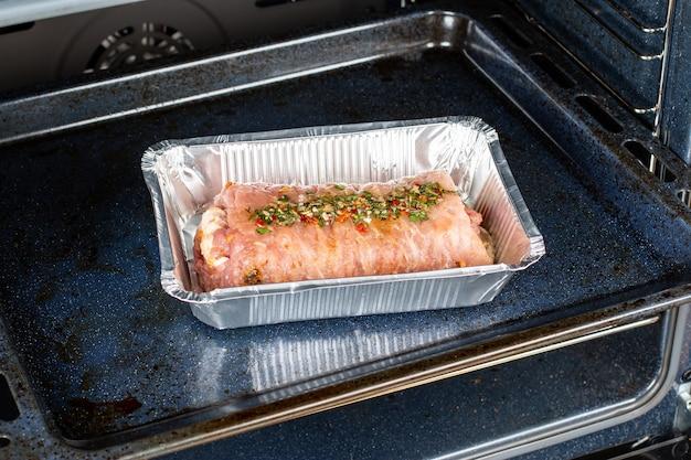 きのこをオーブンに入れて巻いた豚肉、レシピ