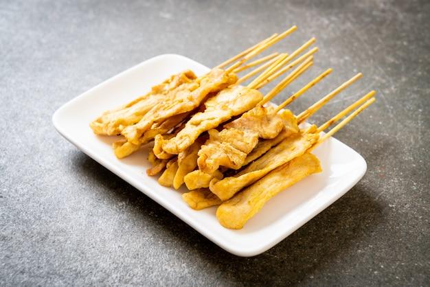 豚肉のサテ-豚肉のグリル、ピーナッツソースまたは甘酸っぱいソース添え