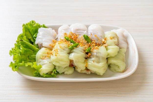 Pork steamed rice parcels