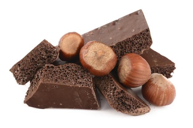 ヘーゼルナッツ入りの多孔質チョコレート