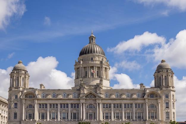 Здание порта ливерпуля, остров манн, ливерпуль, англия, 14 июля 2021 года.