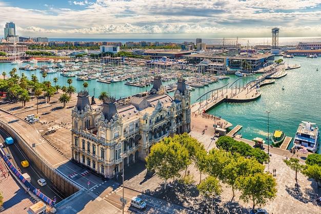 Port vell、バルセロナ、カタルーニャ、スペインの航空写真