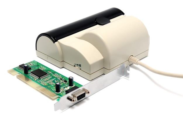 Портативный удобный сканер на белом фоне